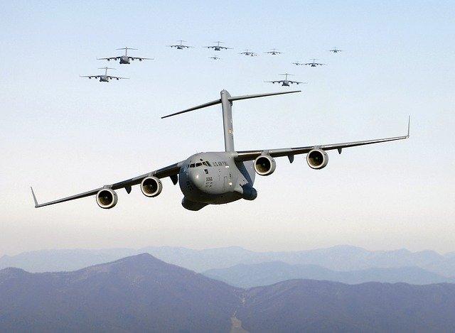 aircraft-62880_640