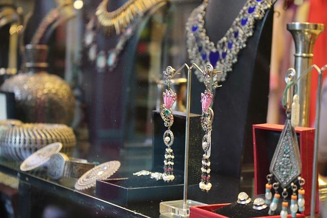 jewelry-2413431_640