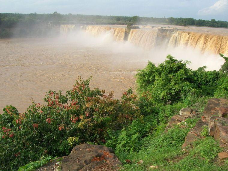 1024px-Chitrakot_waterfalls