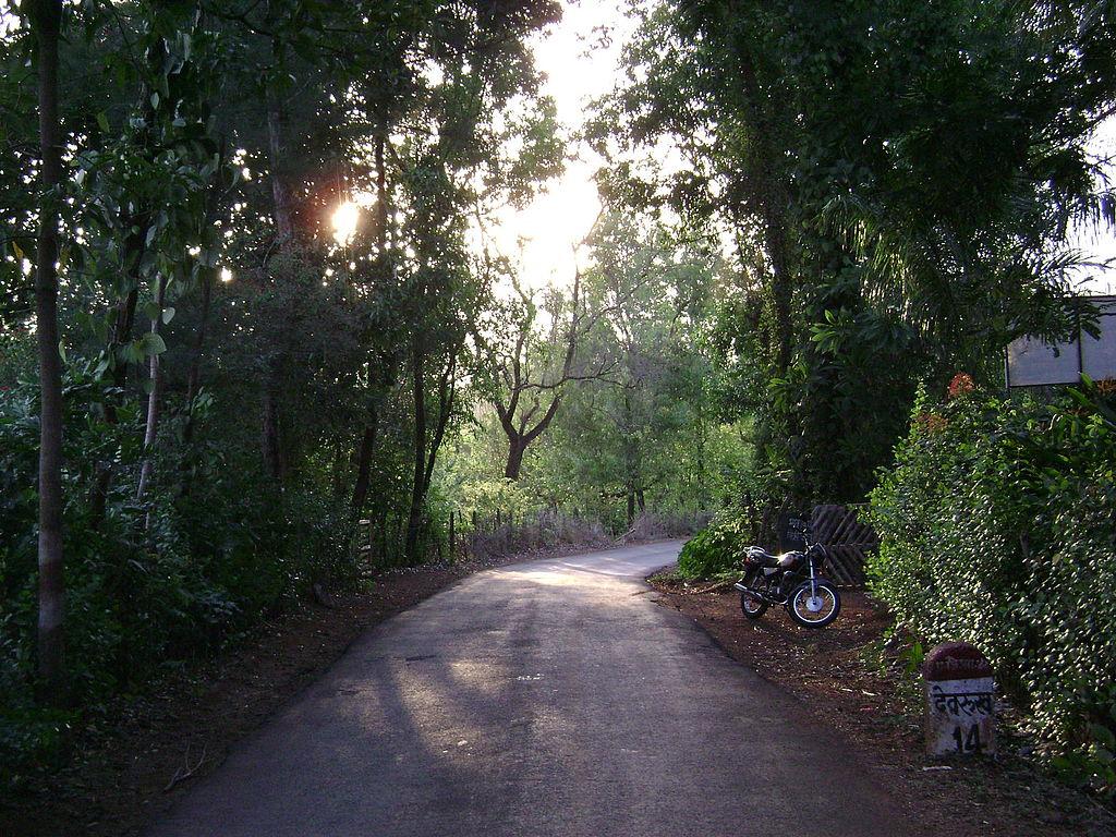 1024px-Sangameshwar-Marleshwar_Road_02