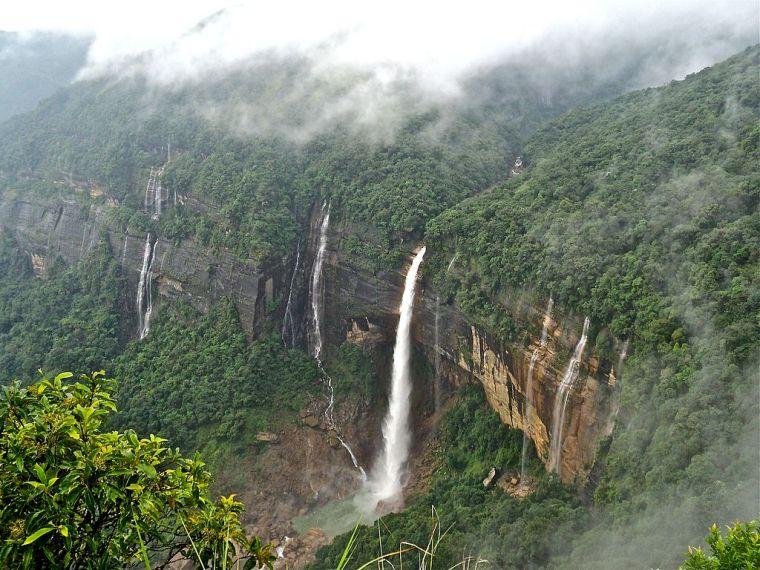Nohkalikai_Falls_Cherrapunji